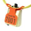 Produktfoto: FOKUS merkeplate, oransje, med pregealternativ 12, med OS-bjølle og KVIKK småfeklave